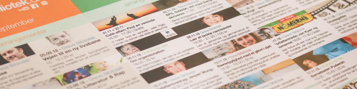 Billede af bibliotekets trykte nyhedsbrev der kan hentes på biblioteket og udkommer månedligt