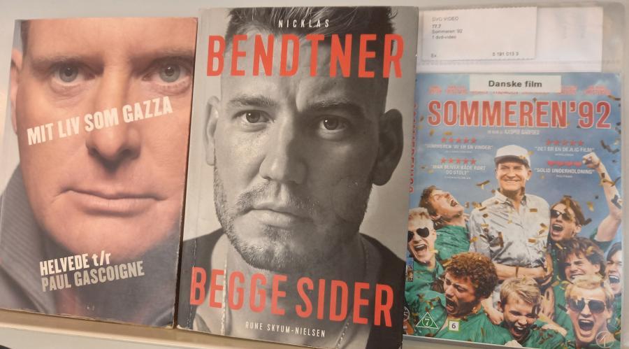 Foto af to romaner og en film om fodbold