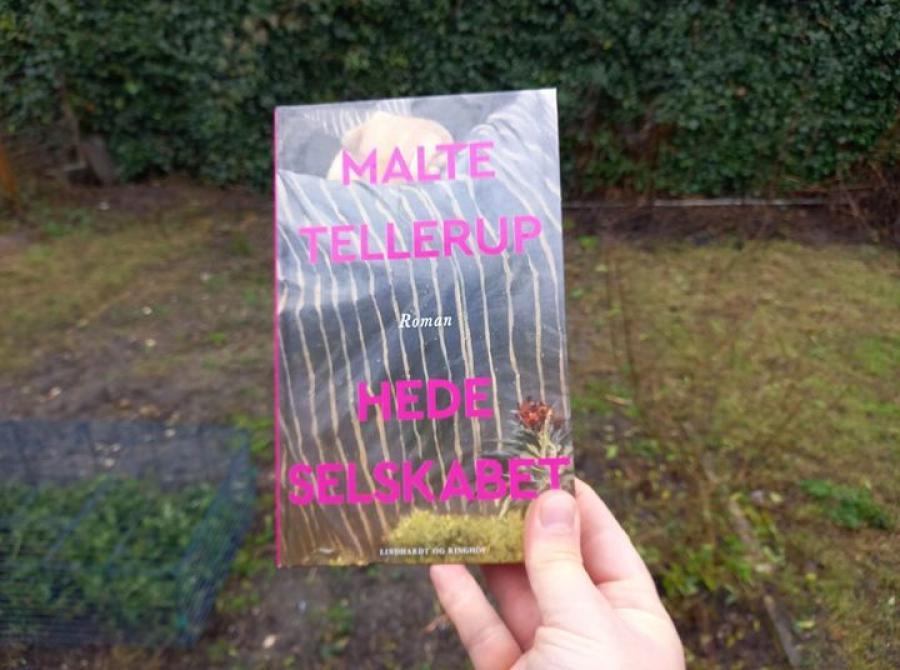 Foto af romanen Hedeselskabet skrevet af Malte Tellerup